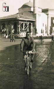 1938-1940 - Tirana, Albania - Luigi Ciabocco visita la piazza della Moschea durante l'esecuzione dei lavori per conto del governo italiano