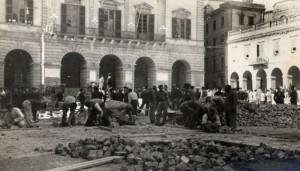 Anni '50 - rifacimento pavimentazione Piazza della Libertà - Tolentino